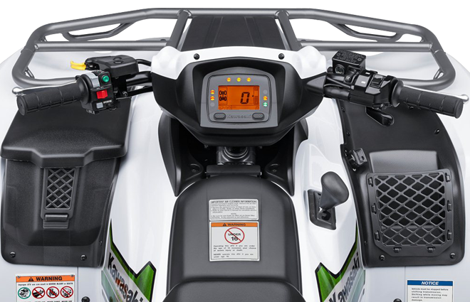 handlebar-with-speedometer-in-the-center. ATV-equiped-of-a-front rack.png